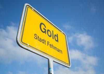 gold-fehmarn-ortsschild-47